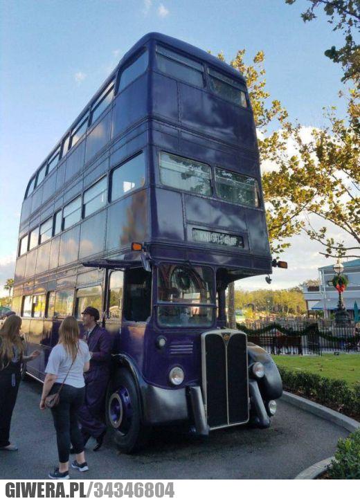 Trzypiętrowy autobus
