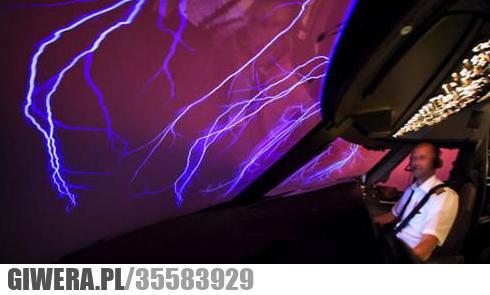 Widok z kokpitu podczas burzy