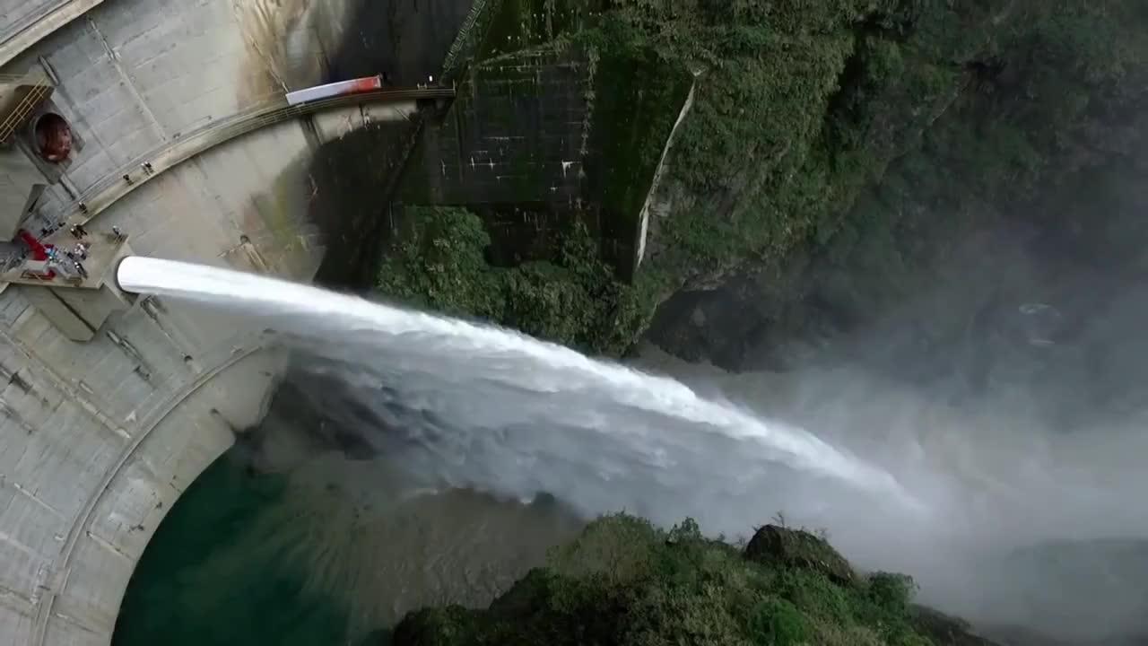 25 największych awaryjnych zrzutów wody z zapór do rzek