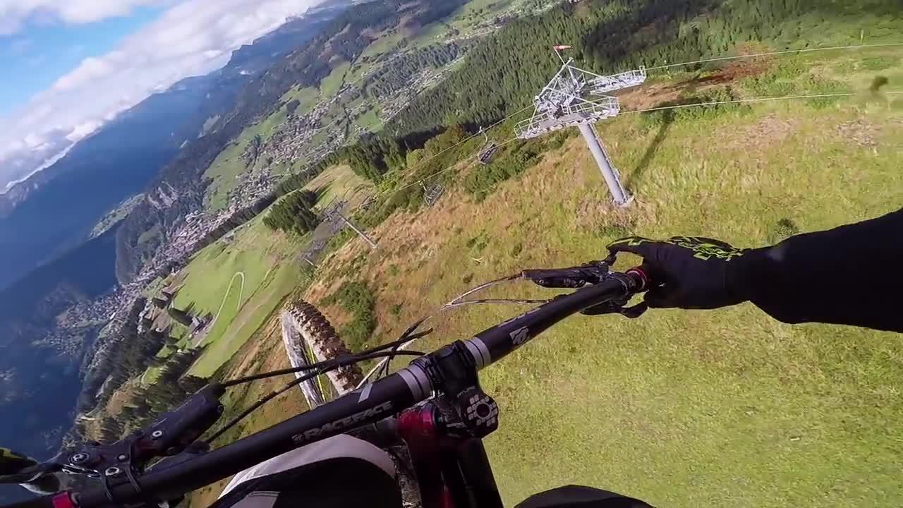 Nietypowy przejazd rowerem przez góry