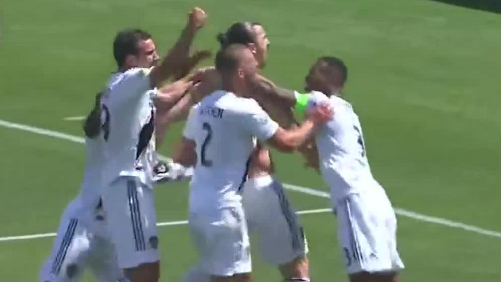 Fenomenalny pierwszy gol Ibrahimovicia dla LA Galaxy