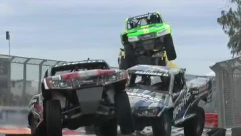 Najlepsze momenty podczas wyścigów super ciężarówek