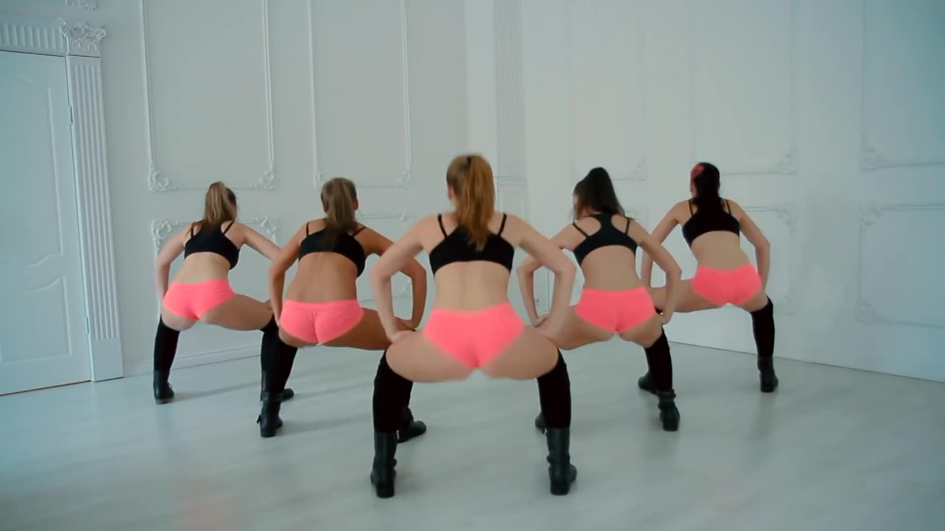 попки видео танцующие