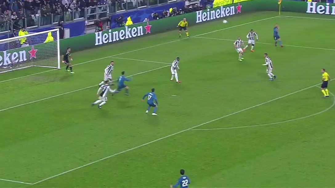 Nieprawdopodobny gol Cristiano Ronaldo w meczu Ligi Mistrzów